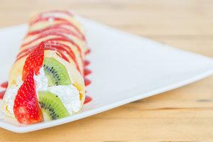 Как приготовить блинные роллы с творогом и фруктами