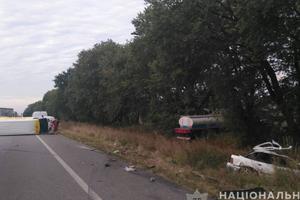 На трассе Киев - Харьков произошло тройное ДТП: есть погибший