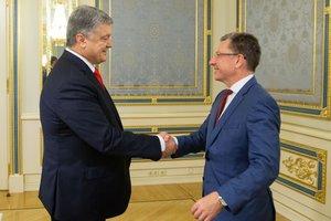 Порошенко и Волкер обсудили ситуацию на Донбассе: детали переговоров