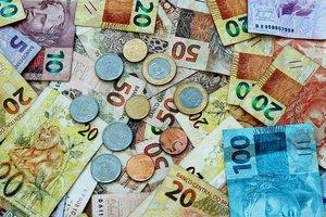 Курс доллара в Бразилии подскочил до исторического рекорда
