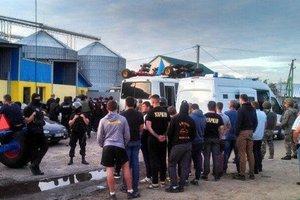 Рейдерская атака под Харьковом: 22 подозреваемым избрали меру пресечения