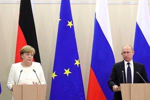 У Путина признались, что обсуждали Сенцова с Меркель