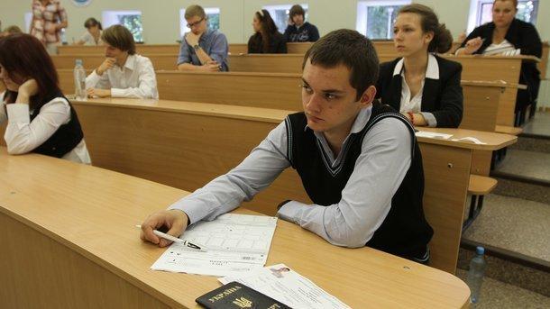 Чиновники завышали оценки ВНО за взятки - полиция