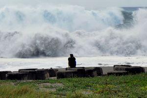"""На Филиппины обрушился мощнейший тайфун """"Мангхут"""""""