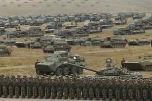 """Взять США и Китай на испуг: эксперт объяснил, зачем Путин учения """"Восток-2018"""""""