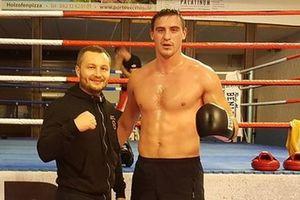 Непереможений український боксер-гігант нокаутував чергового суперника в першому раунді