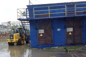 Курортний Бердянськ потонув у воді: на місто обрушилася злива, фото і відео