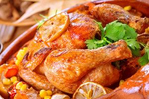 Курица с картошкой, запеченная в горшочках: три рецепта для ужина