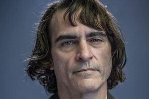 Человек-социопат: появился первый снимок Хоакина Феникса в роли Джокера