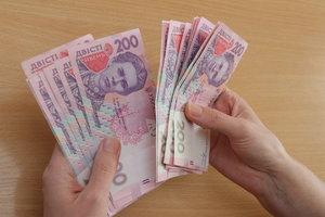 В Украине приостановили повышение зарплат госслужащим