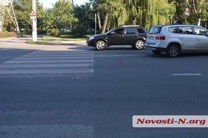 """В Николаеве женщина сбила двух пешеходов на """"зебре"""""""