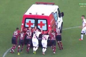 На матче в Бразилии машине скорой помощи понадобилась помощь