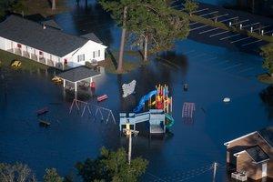 """Число жертв разрушительного циклона """"Флоренс"""" выросло до 31"""