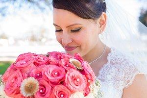 Украинская невеста попала под раздачу во время драки на свадьбе (видео)