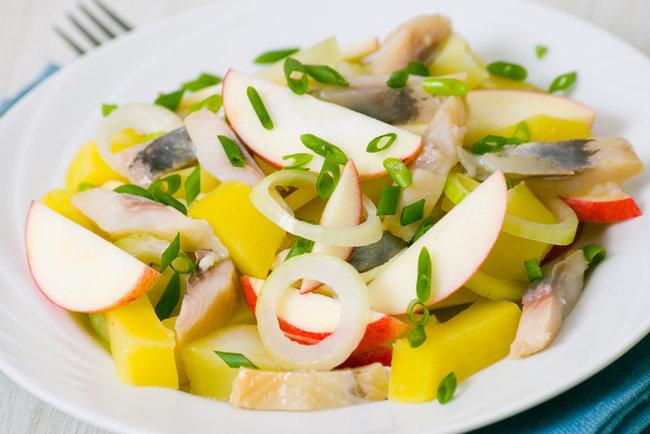 картофельный салат с сельдью и яблоками рецепт