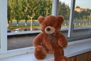 В Запорожье из окна многоэтажки выпал четырехлетний малыш