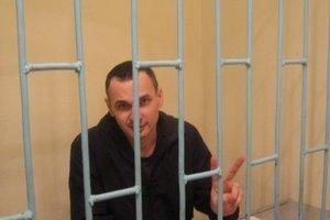 Еврокомиссар требует освободить Олега Сенцова