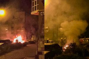 Ночью в Днепре дотла сгорел Lexus: опубликованы фото и видео