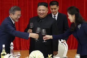 Впервые за 11 лет: Президент Южной Кореи прилетел в Пхеньян