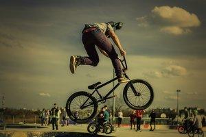 Условия для велосипедистов в Днепре: где обустроят дорожки и почем велопрокат