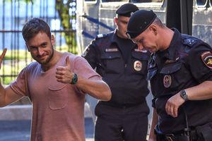 Неожиданный поворот в отравлении активиста Pussy Riot в Москве