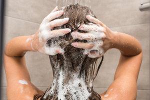 Названа главная ошибка во время мытья волос