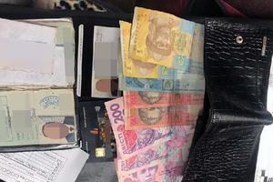 На рынке в Киеве поймали преступников, укравших кошельки у покупателей