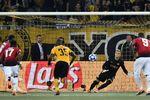 Погба забивает пенальти. Фото AFP