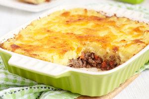 Рецепт дня: картофельная запеканка с мясным фаршем и овощами
