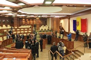 Работников парламента Молдовы эвакуировали из-за сообщения о бомбе