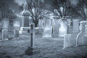 В Бердянске пропавшего парня нашли на городском кладбище мертвым
