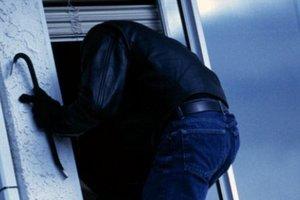 В Запорожье вор выпрыгнул из окна с украденным ноутбуком