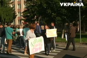 В Черкасской области люди перекрыли трассу, требуя ее ремонта