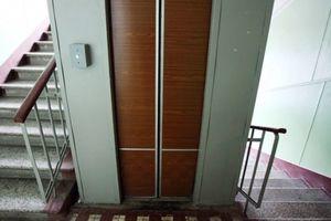 Во Львове младенец застрял в лифте