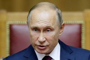 На обложке Time Путина превратили в маленькую матрешку