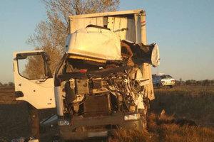 В Запорожской области у грузовика после ДТП разворотило кабину: появились фото