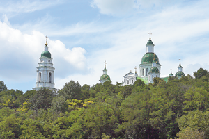 Тайны монастырей Украины: в Мгарский монастырь завлекают птицами