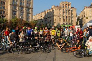 В Киеве прошел флешмоб в поддержку передвижения на велосипеде