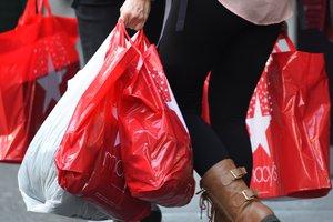 Экономика выросла, но украинцы теряют настрой на крупные покупки: цифры недели