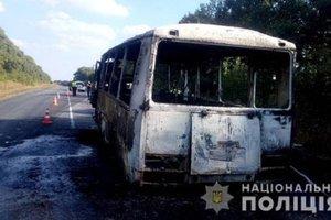 В Сумской области загорелся автобус, перевозивший детей