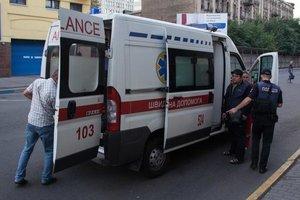 В Днепре мужчина выпал из трамвая и разбил лицо
