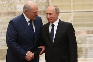 Лукашенко обсудил с Путиным Украину