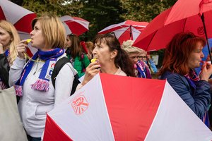 В центре Варшавы митингуют тысячи учителей
