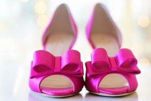 На стиле: шотландский дизайнер украшает туфли кухонными губками
