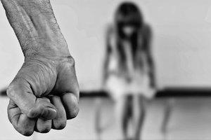 На Сумщині затримано репетитора, підозрюваного в розбещенні неповнолітньої