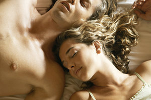 Врачи определили самую вредную позу для сна