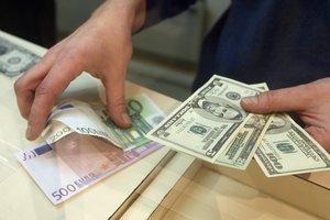В Украине замер доллар, а евро опустился ниже психологической отметки