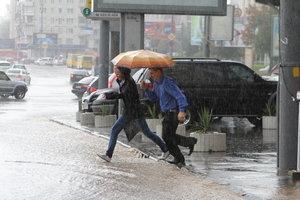 Порывы ветра и сильные дожди: синоптики рассказали о погоде в Украине в начале недели