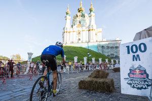 На Андреевском спуске в Киеве устроили велогонки