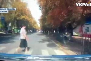 Машина патрульной полиции в Волновахе сбила женщину на переходе